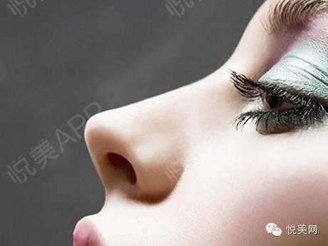 为什么硅胶假体隆鼻后会透光?685.jpg