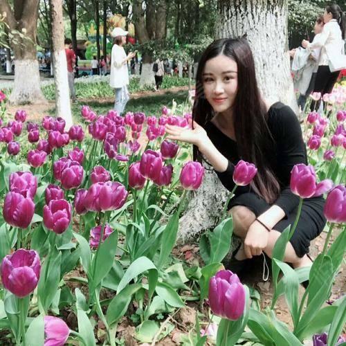 今天的天气超级好,去公园看花咯~可能是因为春暖花开,最近很喜欢研究花语。像下面紫色的郁金香花语代表的是永恒的爱~花占卜:...